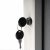 Plakatskab med lås og nøgle